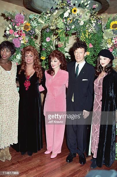 Natalie Cole Wynonna Judd Naomi Lyle Lovett And Ashley