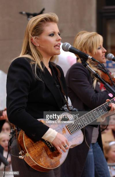 Natalie Maines and Martie Maguire of The Dixie Chicks
