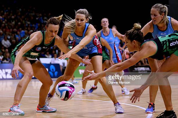 Natalie Medhurst of the Fever and Jane Watson of the Steel compete for the ball during the ANZ Championship match between the Steel and the Fever on...