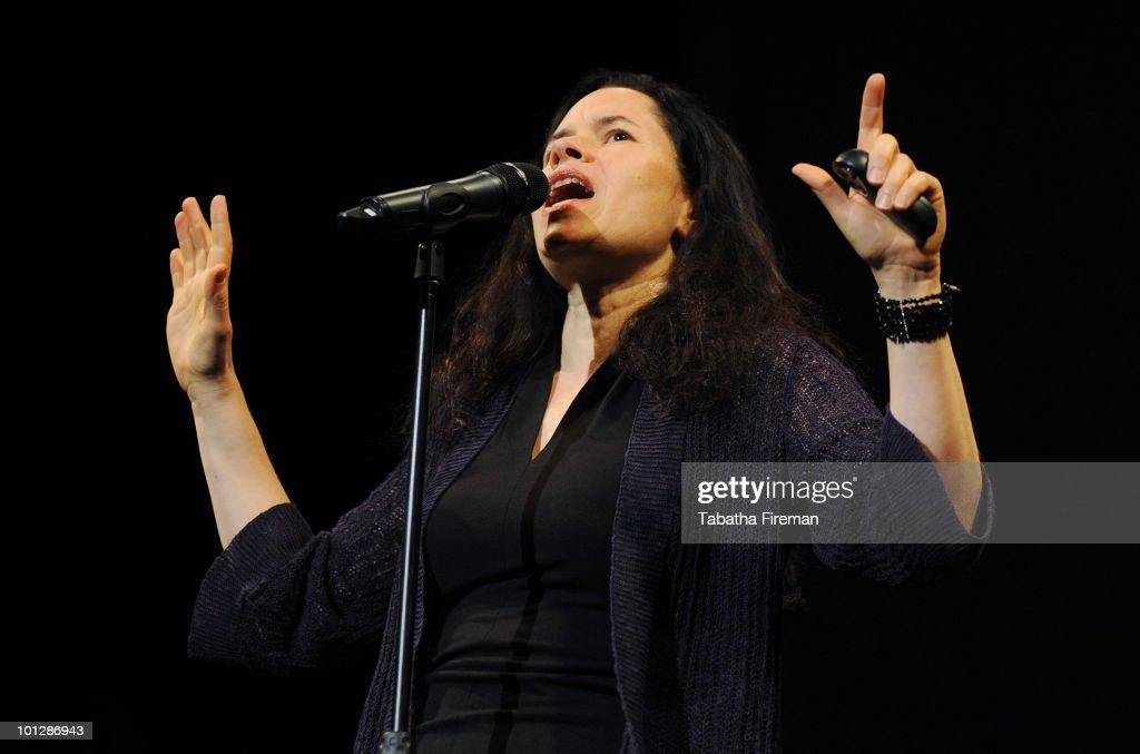 Natalie Merchant Performs At The Brighton Dome : News Photo