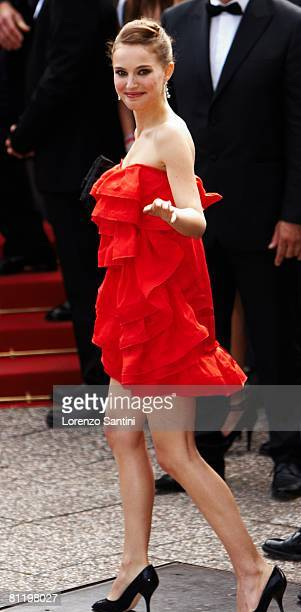 Natalie Portman attends the Che premiere at the Palais des Festivals during the 61st International Cannes Film Festival on May 21 2008 in Cannes...