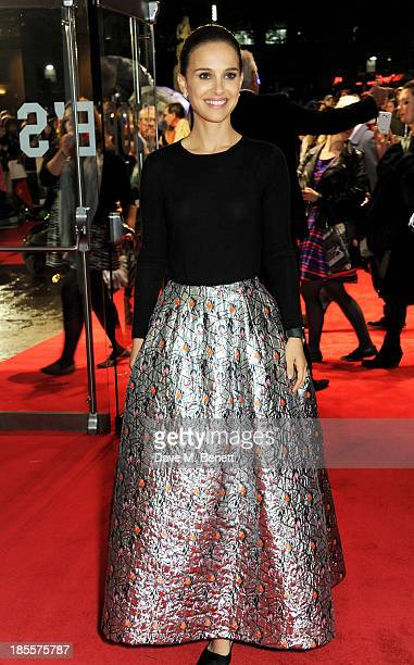 """Natalie Portman attends the World Premiere of """"Thor: The Dark World"""" at Odeon Leicester Square on October 22, 2013 in London, England."""