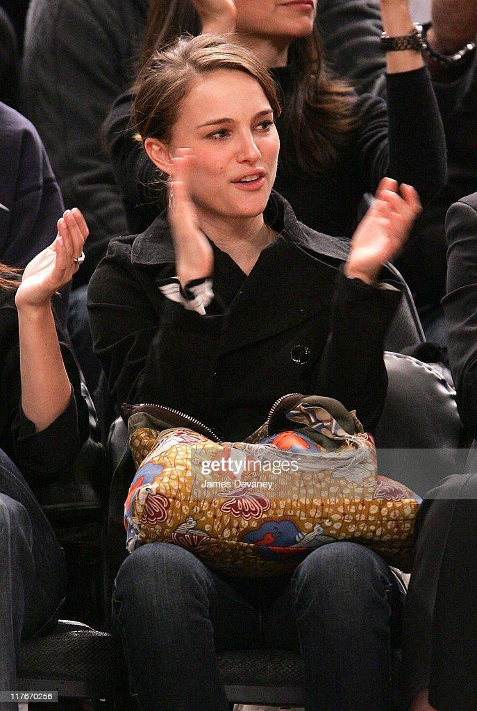 Celebrities Attend Dallas Mavericks vs. New York Knicks Game - March 20, 2007 : News Photo