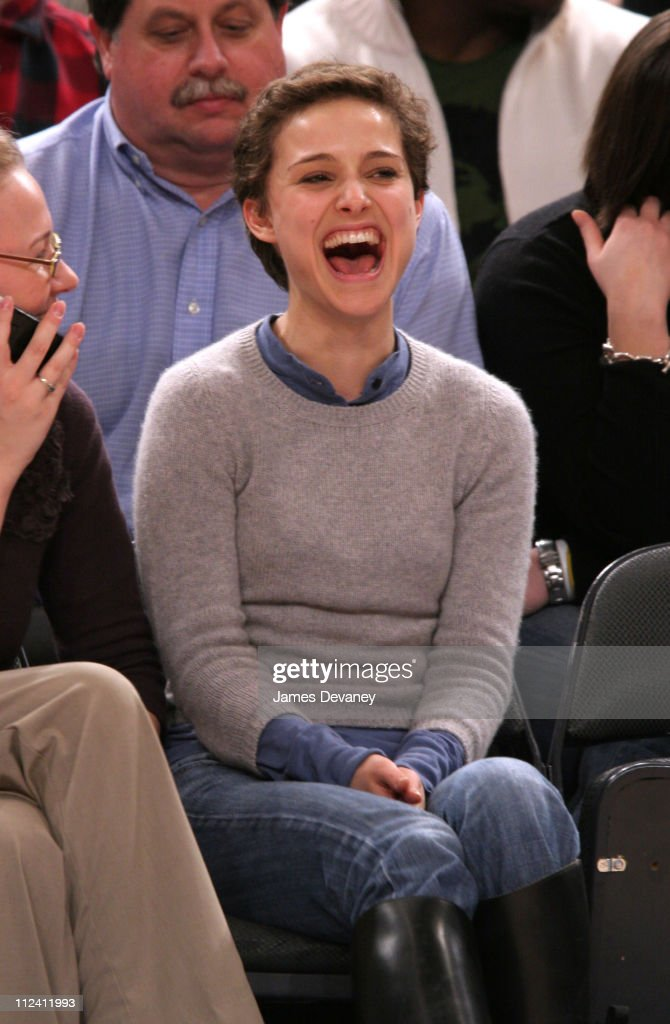 Celebrities Attend Los Angeles Lakers vs New York Knicks Game - January 31, 2006 : News Photo