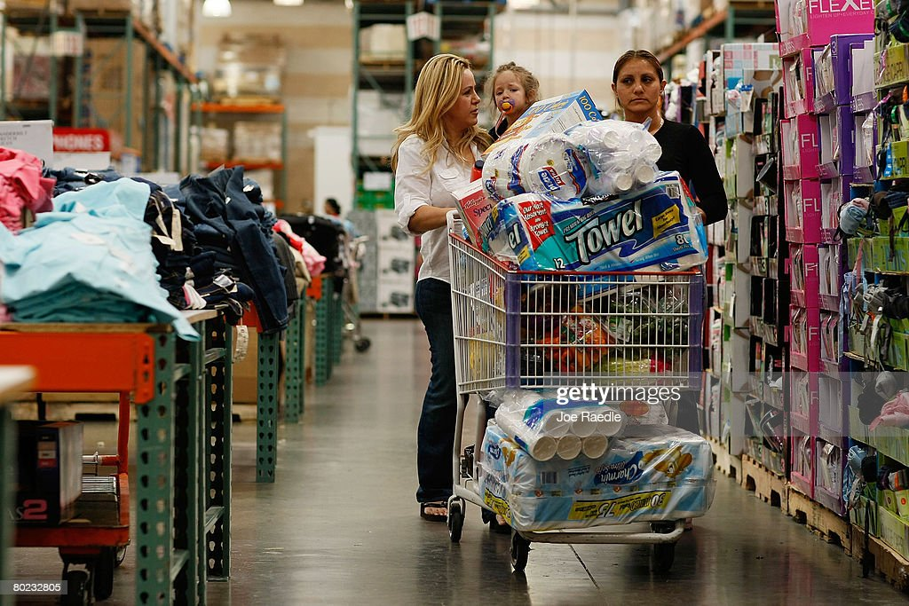 Retail Sales Numbers Continue To Tumble : News Photo