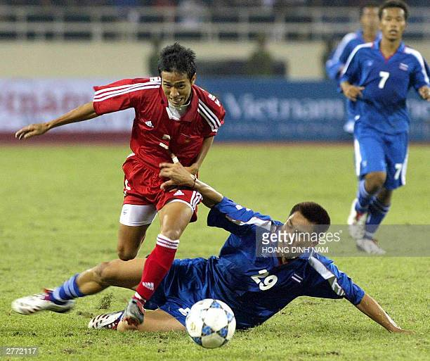 Nataporn Phanrit of Thailand tries to stop an attack by Dang Thanh Phuong of Vietnam during their Southeast Asian Games qualifying match in Hanoi 30...