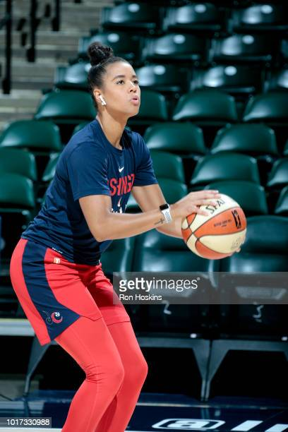 Kristi Toliver of the Washington Mystics handles the ball during the game against the Indiana Fever on August 15 2018 at Bankers Life Fieldhouse in...