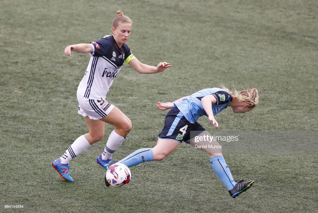 Natasha Dowie of Melbourne figths for the ball against Elizabeth Ralston of Sydney FC during the round six W-League match between Sydney FC and Melbourne Victory at Cromer Park on December 2, 2017 in Sydney, Australia.