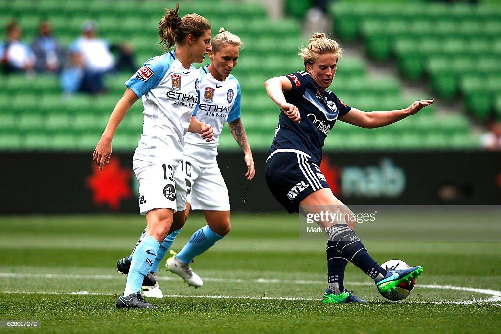 W-League Rd 4 - Melbourne City v Melbourne Victory : News Photo