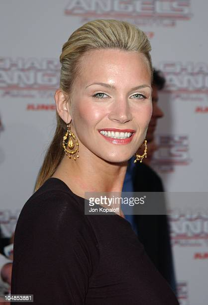 Natasha Henstridge during Premiere of 'Charlie's Angels Full Throttle' at Grauman's Chinese Theatre in Hollywood California United States