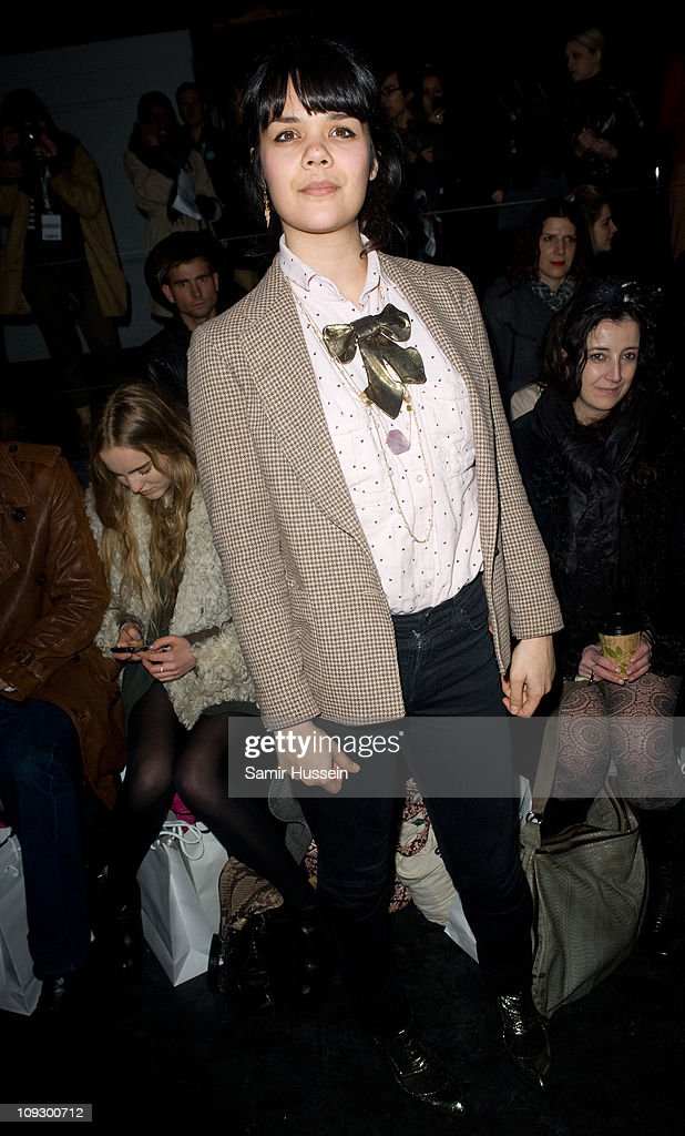 Celebrities On The Front Row at London Fashion Week Autumn/Winter 2011 : News Photo