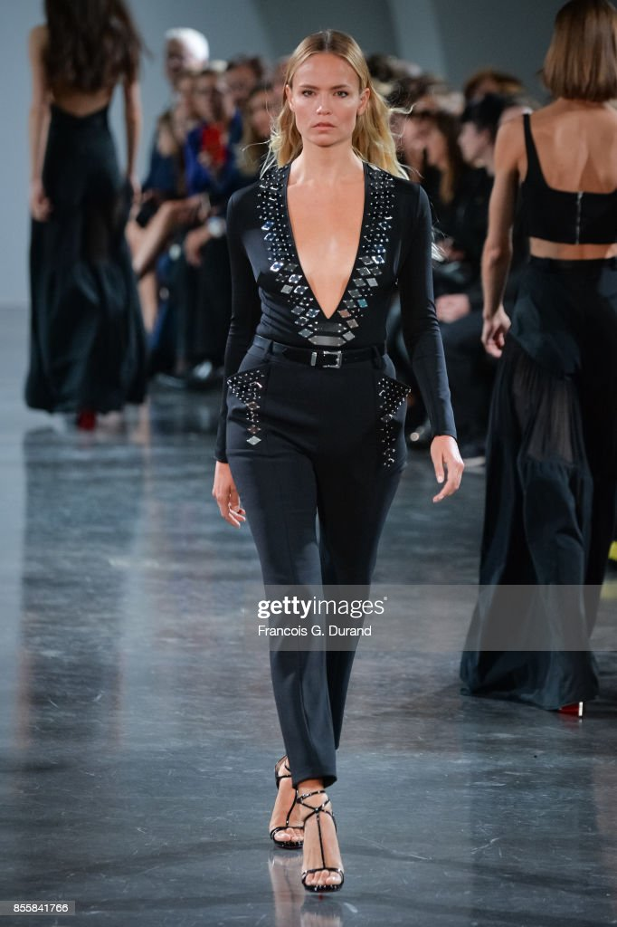 Mugler : Runway - Paris Fashion Week Womenswear Spring/Summer 2018