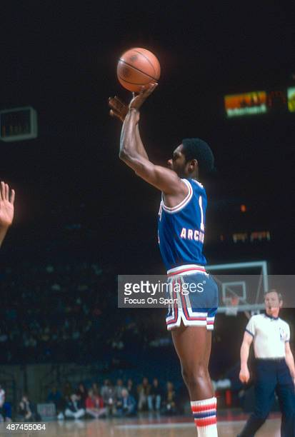 Nate Archibald of the Kansas City Kings shoots against the Washington Bullets during an NBA basketball game circa 1976 at the Capital Centre in...