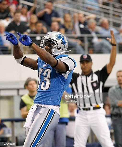 Nate Burleson of the Detroit Lions scores a late second quarter touchdown against the Dallas Cowboys at Dallas Stadium on November 21 2010 in...