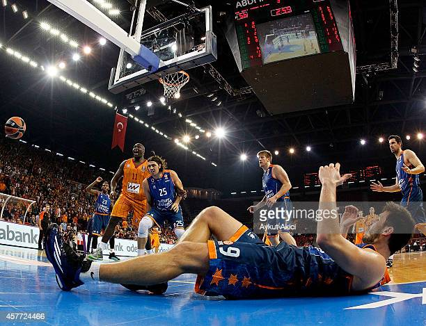 Nate Jawai #11 of Galatasaray Liv Hospital Istanbul competes with Kresimir Loncar #25 of Valencia Basket in action during the 20142015 Turkish...