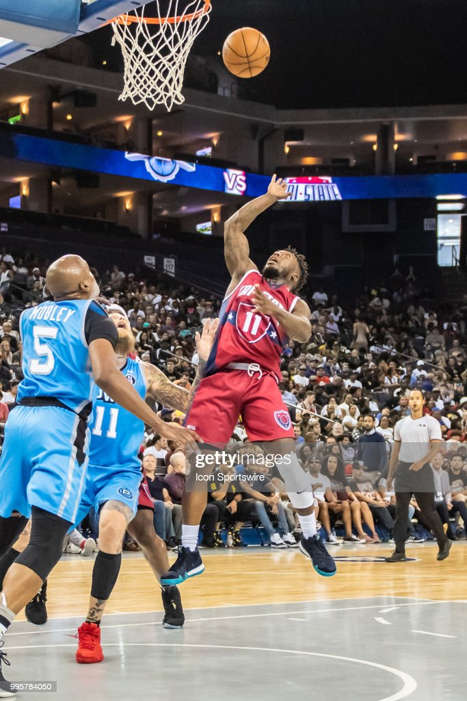 Nate Robinson co-captain of Tri-State comes in for a soft lay up ... aa2174b32