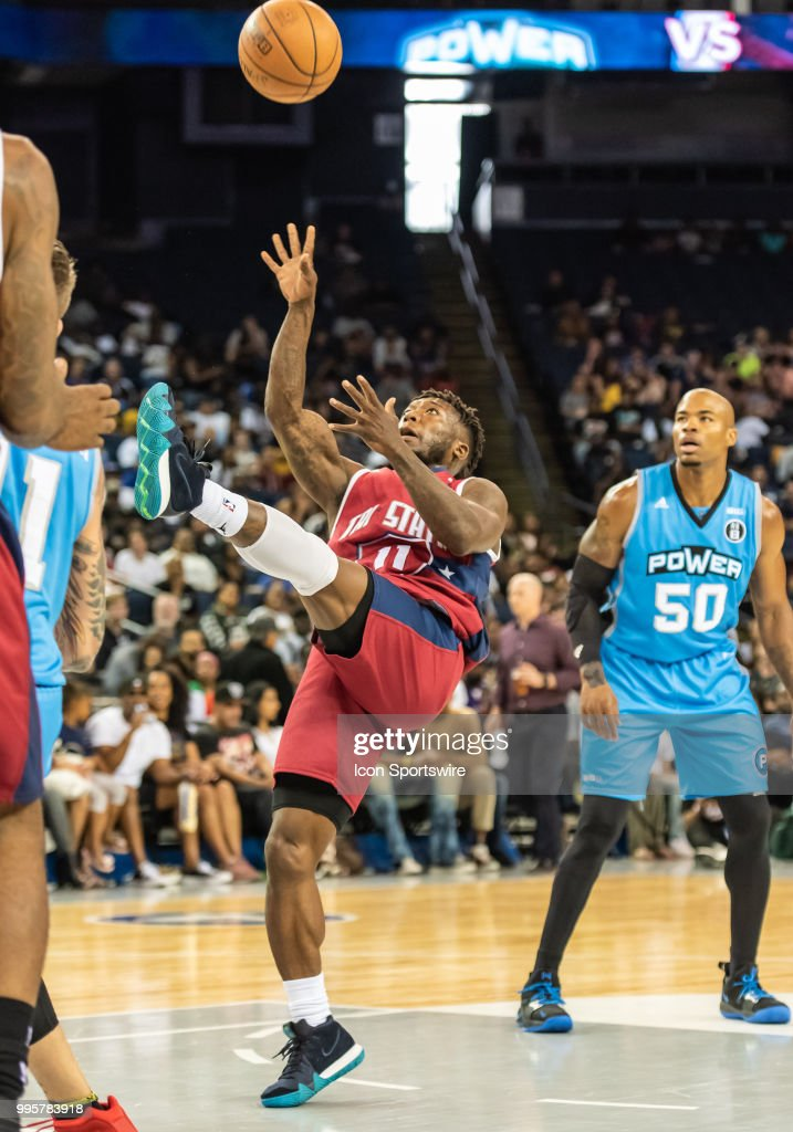 Nate Robinson co-captain of Tri-State falls back to shoot during ... 0098435a8