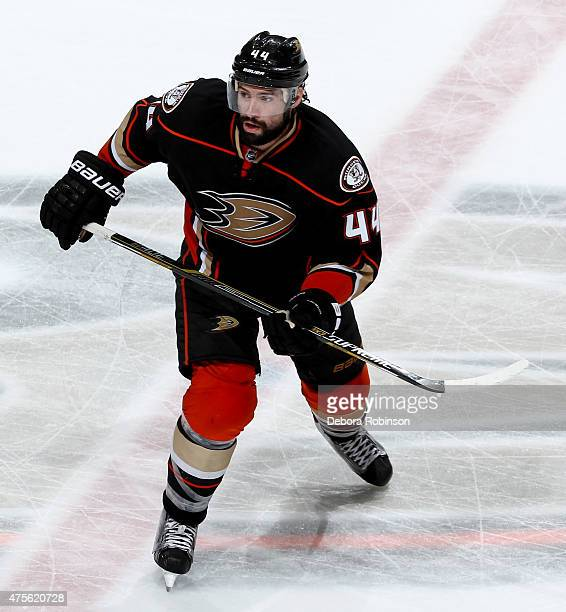 Nate Thompson of the Anaheim Ducks skates against the Chicago Blackhawks in Game Five of the Western Conference Finals during the 2015 NHL Stanley...