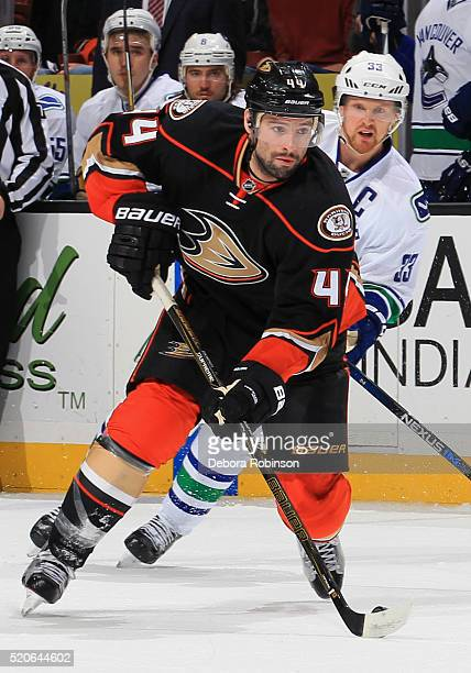 Nate Thompson of the Anaheim Ducks skates with the puck against Henrik Sedin of the Vancouver Canucks on April 1 2016 at Honda Center in Anaheim...