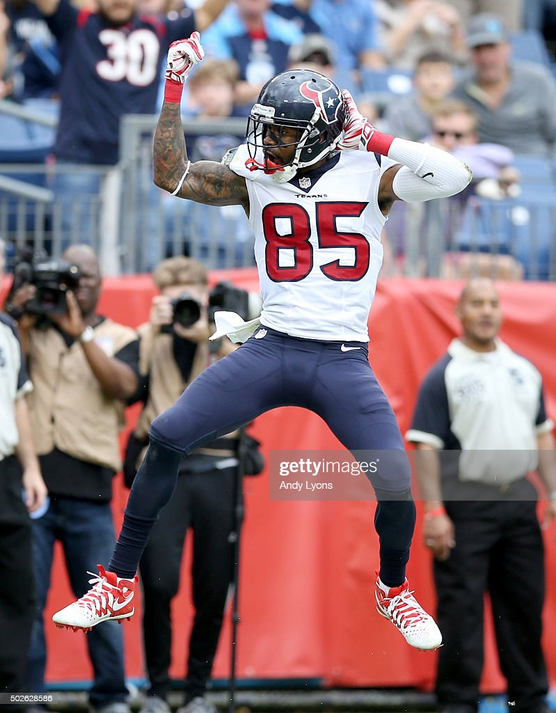 Nate Washington #85 of the Houston Texans celebrates after scoring a touchdown against the Tennessee Titans at LP Field on December 27, 2015 in Nashville, Tennessee.