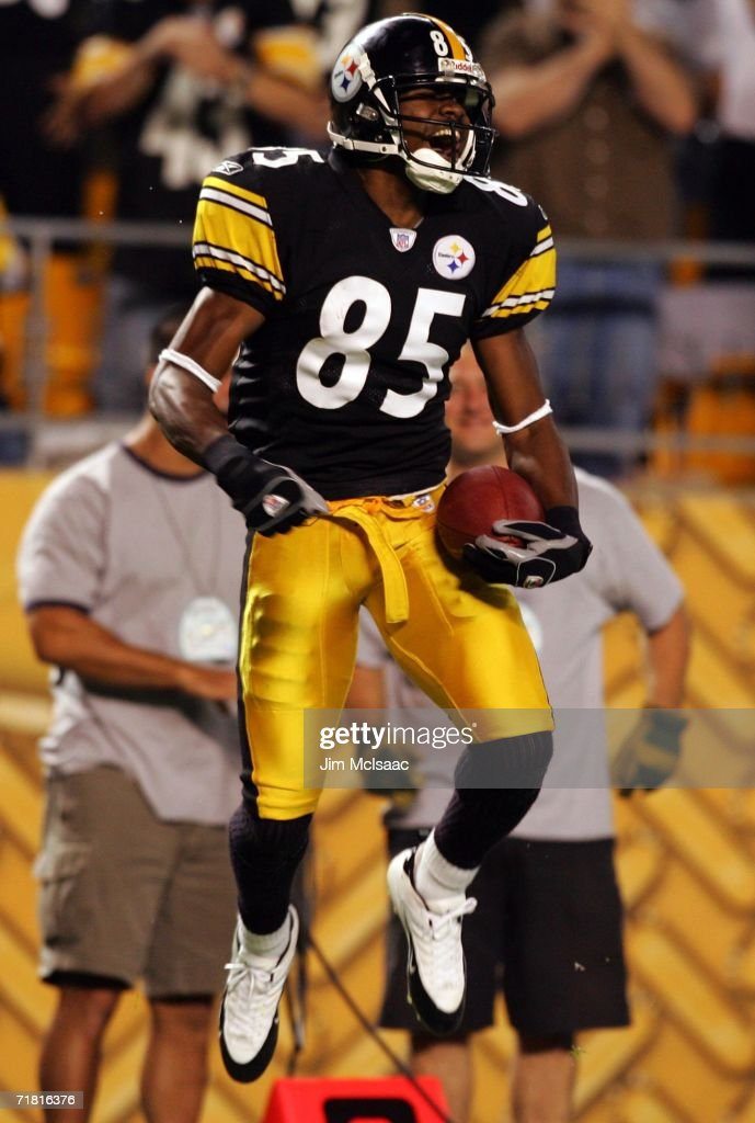 Nate Washington #85 of the Pittsburgh Steelers celebrates a touchdown against the Miami Dolphins during the first game of the NFL season on September 7, 2006 at Heinz Field in Pittsburgh, Pennsylvania.