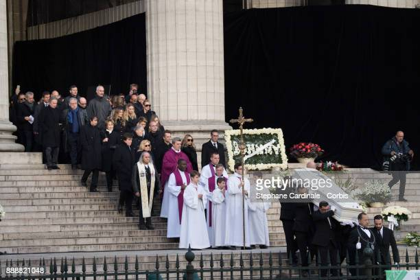 Nathalie Baye Estelle Fefebure Ilona Smet Sylvie Vartan Tony Scotti Laura Smet and David Hallyday are ssen when the Johnny Hallyday's coffin comes...