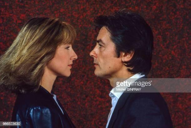 Nathalie Baye et Alain Delon posent pour le film 'Notre Histoire' réalisé par Bertrand Blier en 1984 Paris France