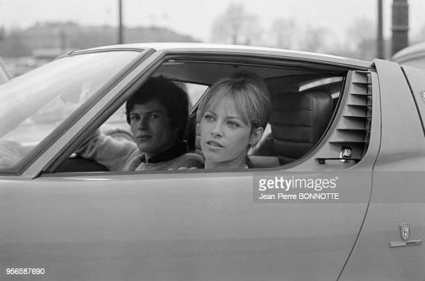 Nathalie Delon et Renaud Verley lors du tournage du film 'La Leçon particulière' mis en scène par Michel Boisrond en mai 1968 à Paris France