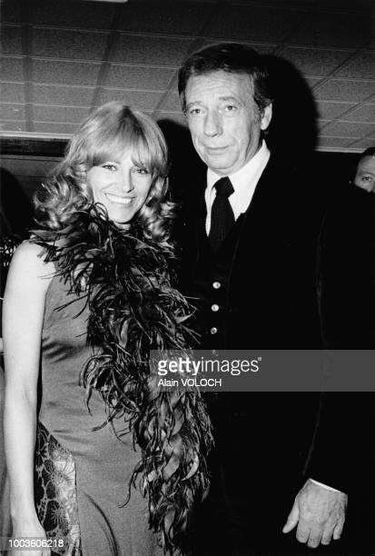 Nathalie Delon et Yves Montand assistent à la remise du prix Jean Cocteau le 27 septembre 1974 à Lyon France