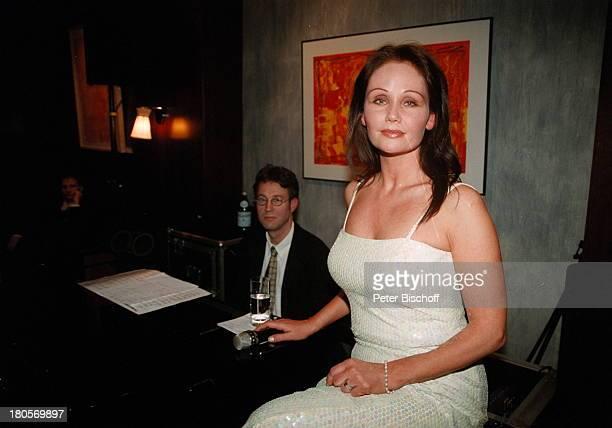 Nathalie Kollo Pianist Joachim KüpperKempinski Hotel Berlin Deutschland Europa AuftrittAbendkleid Klavier