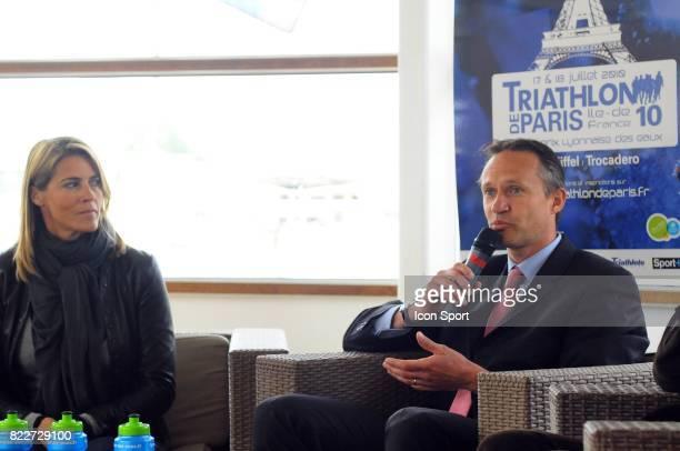Nathalie SIMON maraine du Triathlon de Paris / Cedric GOSSE Vice president de la Federation Francaise de Triathlon Conference de presse de...