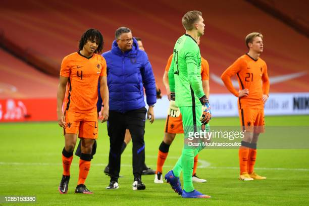 Nathan Ake of Netherlands walks off injured during the international friendly match between Netherlands and Spain at Johan Cruijff Arena on November...