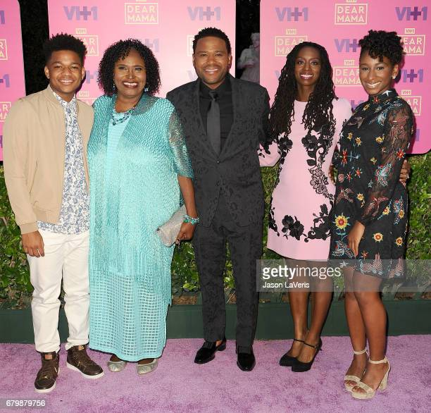 Nathan Anderson Doris Hancox host Anthony Anderson Alvina Stewart and Kyra Anderson attend VH1's 2nd annual 'Dear Mama An Event to Honor Moms' on May...