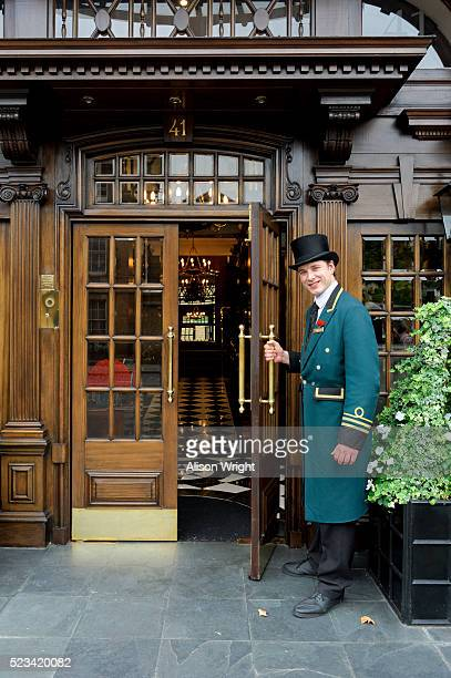 nathan, doorman at rubens hotel, 39 buckingham palace road - building entrance stock pictures, royalty-free photos & images