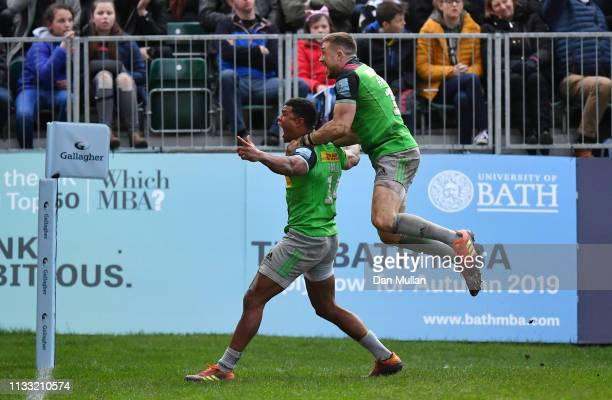Nathan Earle of Harlequins celebrates with Mike Brown of Harlequins after scoring the winning try during the Gallagher Premiership Rugby match...