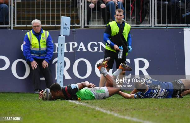 Nathan Earle of Harlequins dives over to score the winning try during the Gallagher Premiership Rugby match between Bath Rugby and Harlequins at the...