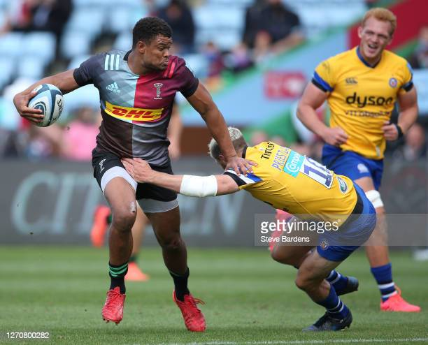 Nathan Earle of Harlequins is tackled by Rhys Priestland of Bath Rugby during the Gallagher Premiership Rugby match between Harlequins and Bath Rugby...