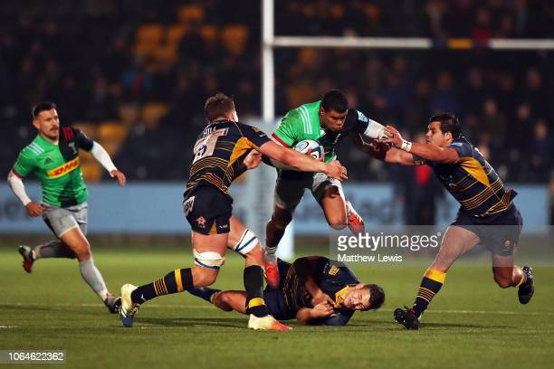 Nathan Earle of Harlequins is tackled by Ted Hill of Worcester Warriors during the Gallagher Premiership Rugby match between Worcester Warriors and...