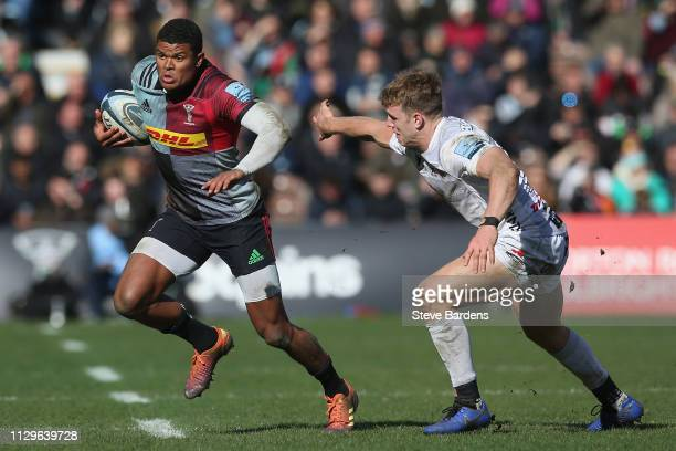 Nathan Earle of Harlequins makes a break during the Gallagher Premiership Rugby match between Harlequins and Gloucester Rugby at Twickenham Stoop on...