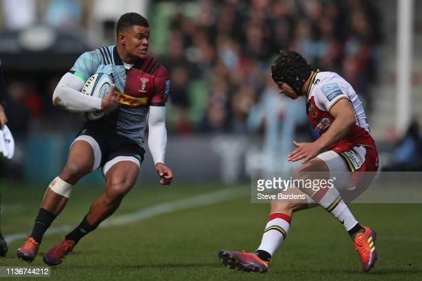 Nathan Earle of Harlequins takes on Piers Francis of Northampton Saints during the Gallagher Premiership Rugby match between Harlequins and...