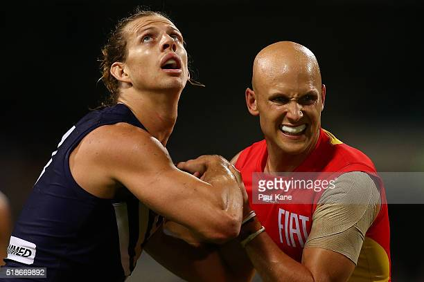 Nathan Fyfe of the Dockers and Gary Ablett of the Suns contest for position during the round two AFL match between the Fremantle Dockers and the Gold...