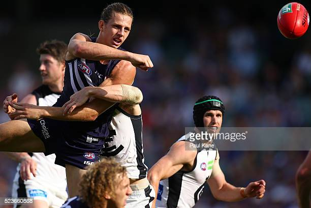 Nathan Fyfe of the Dockers handballs during the round five AFL match between the Fremantle Dockers and the Carlton Blues at Domain Stadium on April...