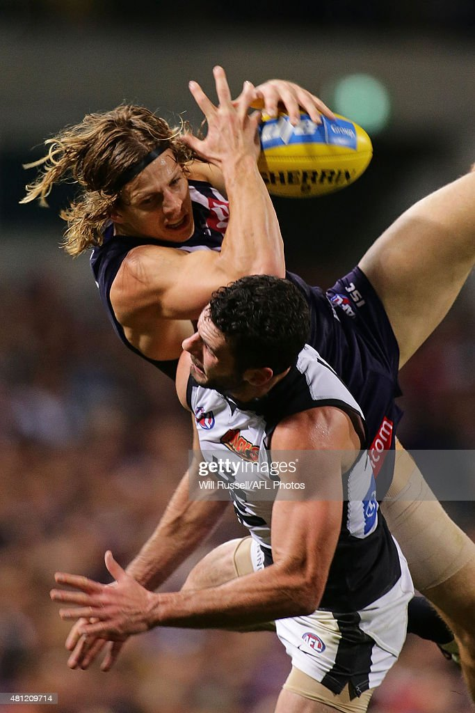 Nathan Fyfe of the Dockers takes an overhead mark during the round 16 AFL match between the Fremantle Dockers and the Carlton Blues at Domain Stadium on July 18, 2015 in Perth, Australia.