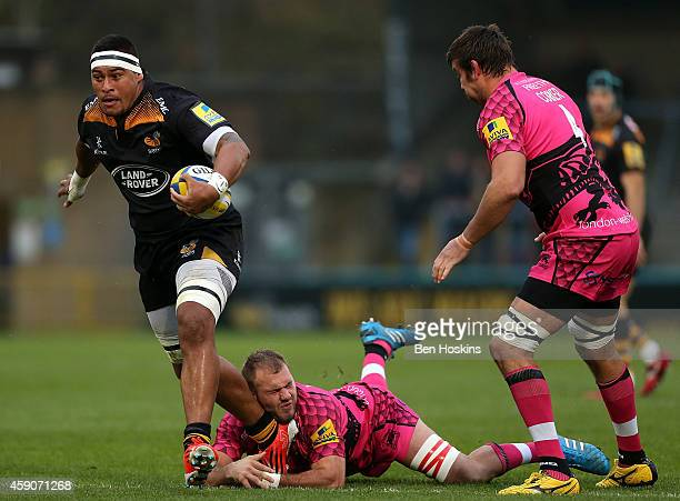 Nathan Hughes of Wasps breaks clear from the tackle of Lachlan McCaffrey of London Welsh during the Aviva Premiership match between Wasps and London...