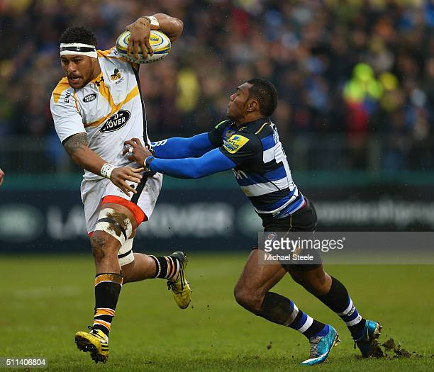 Nathan Hughes of Wasps breaks through the challenge of Semesa Rokoduguni of Bath during the Aviva Premiership match between Bath and Wasps at the...
