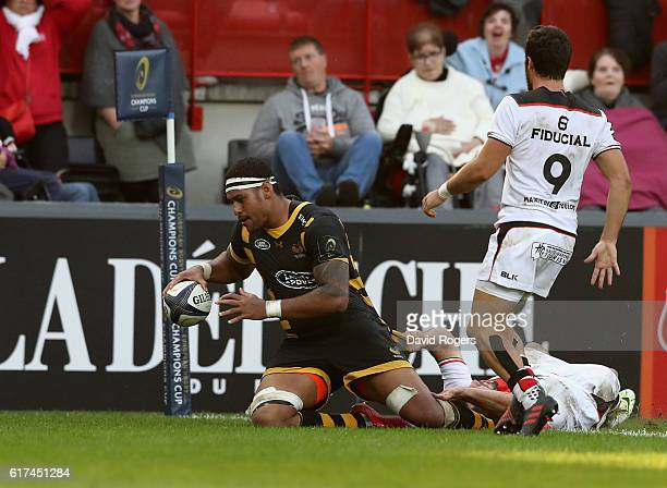 Nathan Hughes of Wasps scores a last minute try during the European Champions Cup match between Toulouse and Wasps at Stade Ernest Wallon on October...