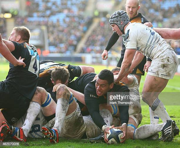 Nathan Hughes scores a try for Wasps during the European Rugby Champions Cup game between Wasps and Leinster Rugby at The Ricoh Arena on January 24...