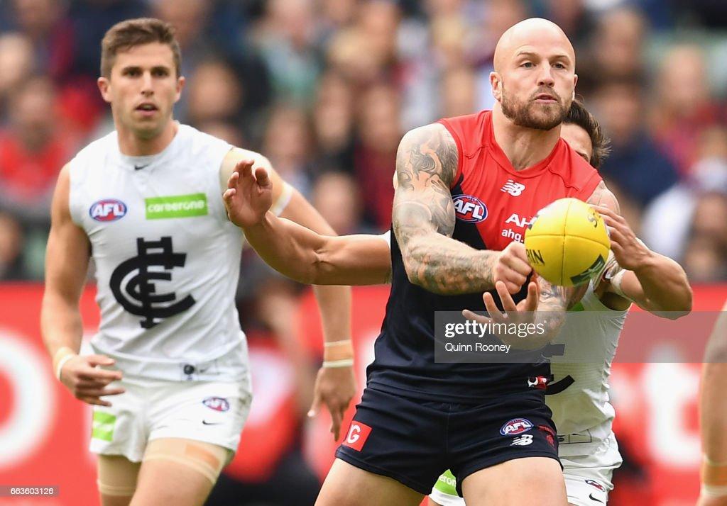 AFL Rd 2 - Melbourne v Carlton : News Photo