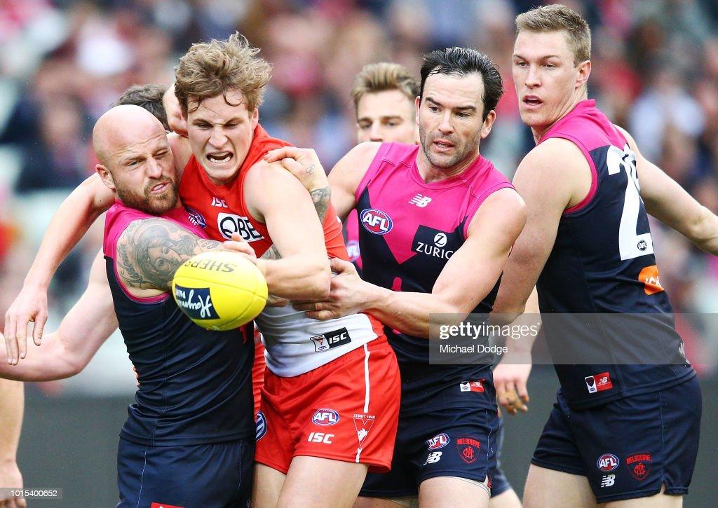 AFL Rd 21 - Melbourne v Sydney : News Photo