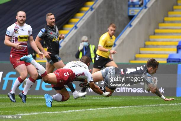 Nathan Massey of Castleford Tigers scores a try during the Betfred Super League match between Wigan Warriors and Castleford Tigers at The Halliwell...